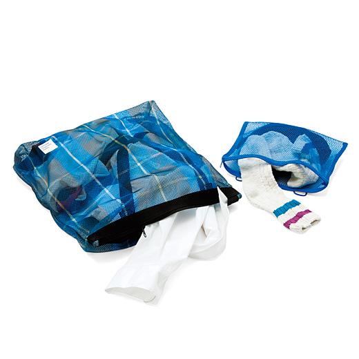 洗濯ネットとして使うときは持ち手を中に入れて。内ポケットを取り外せば小物用ネットに。
