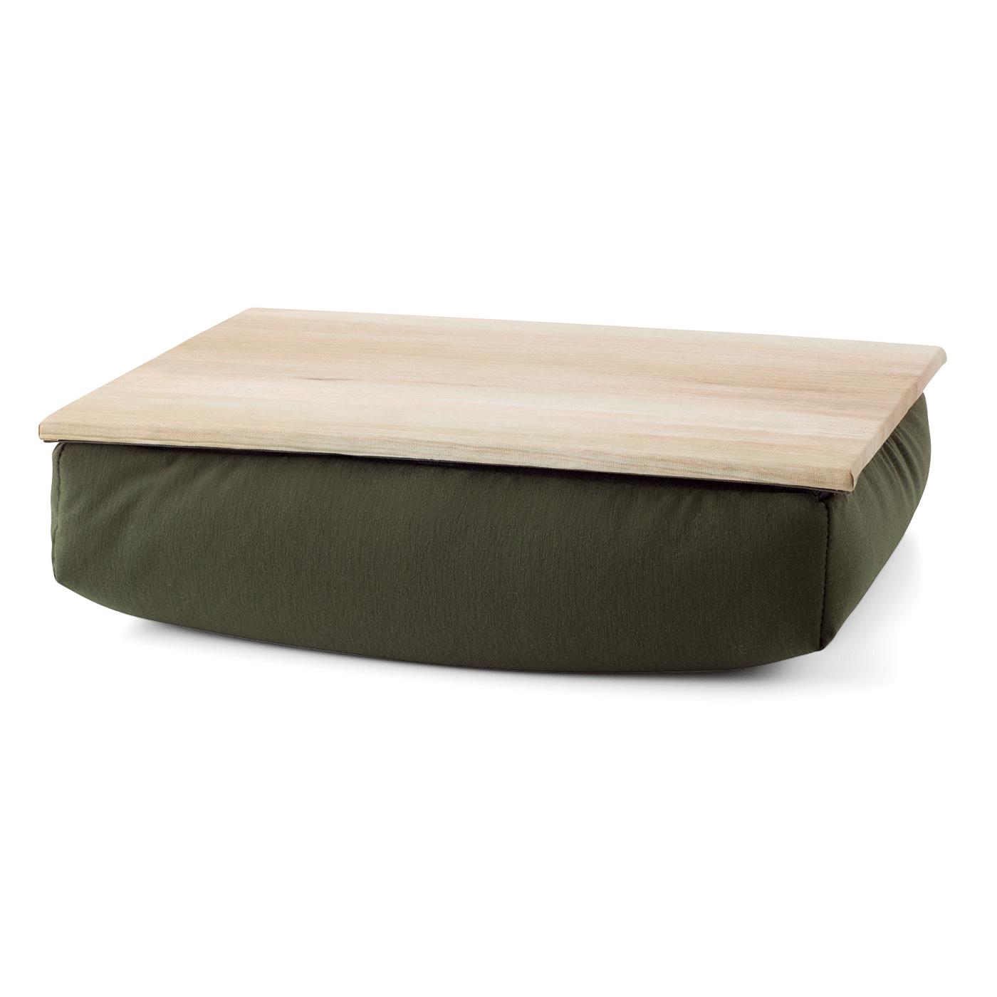 床でもひざの上でもちょっとしたマイテーブルができちゃう。