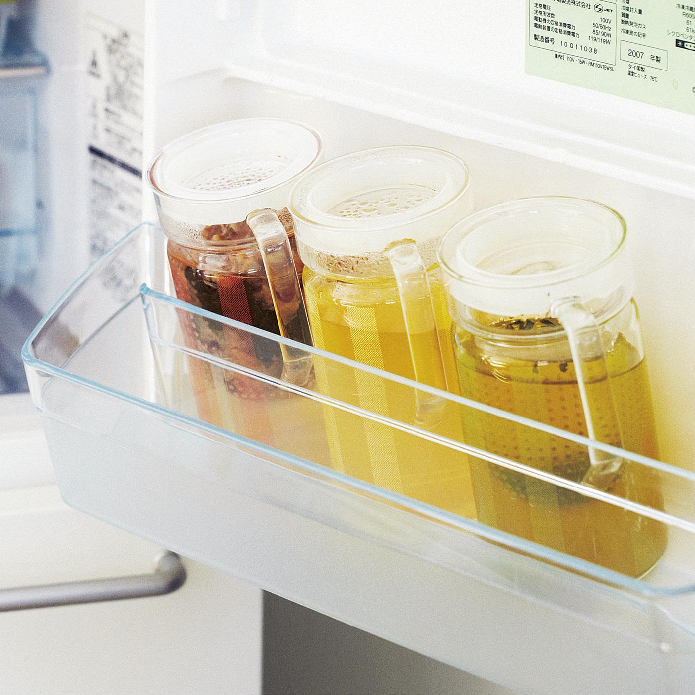冷蔵庫のドアポケットに入るスリムサイズ。たくさん集めて、だしやお茶の種類ごとに使い分けて。