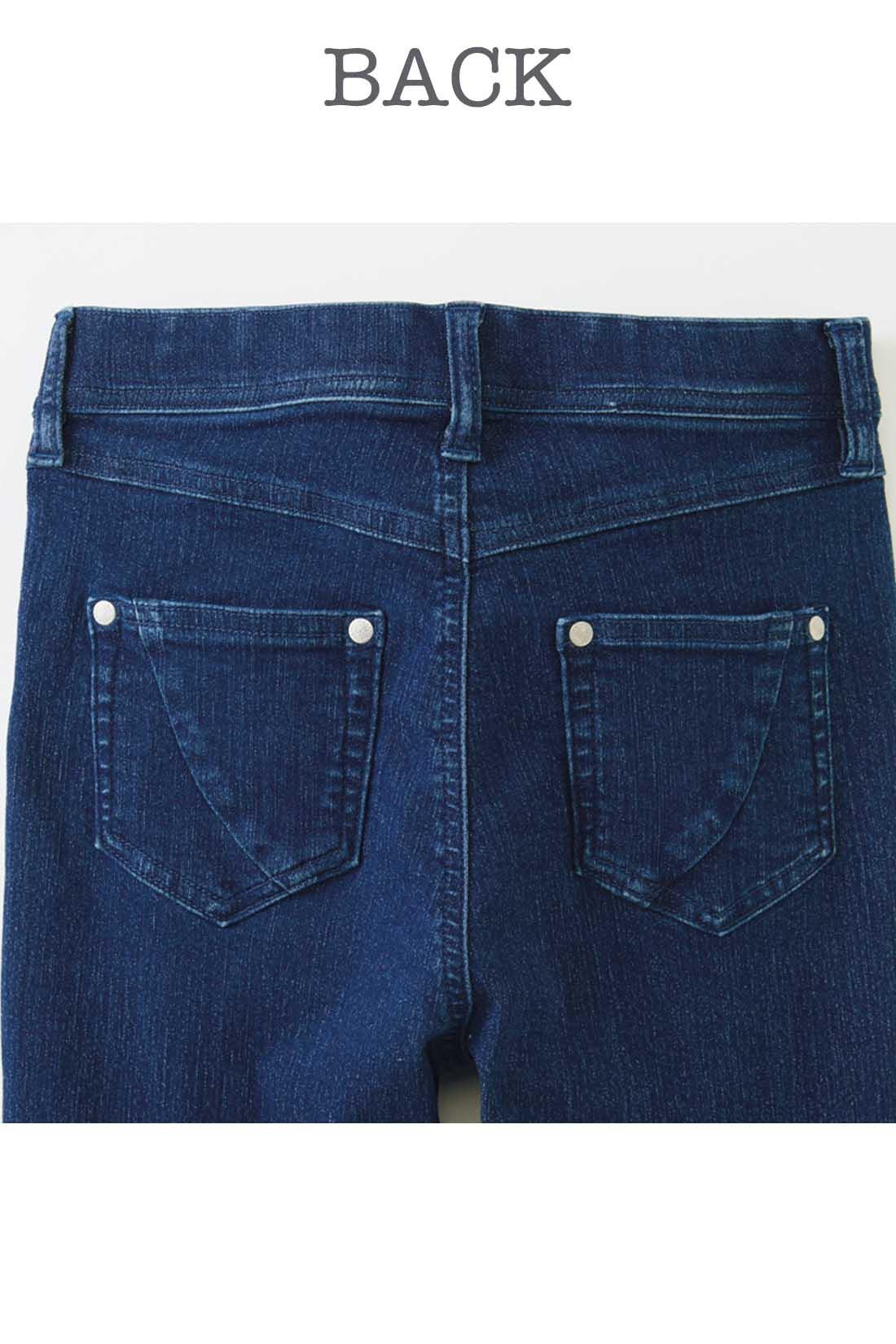 バックポケット切り替えの視覚効果で小尻見え。 ※お届けするカラーとは異なります。