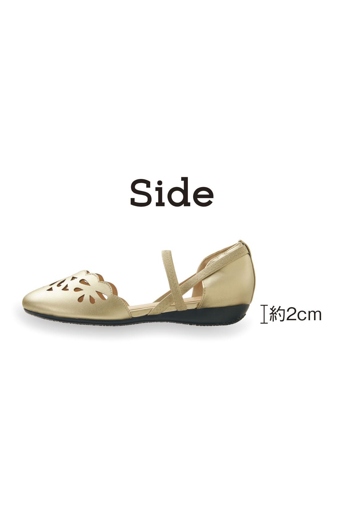 美脚見せと歩きやすさを同時にかなえるちょこっとヒール。 ※お届けするカラーとは異なります。