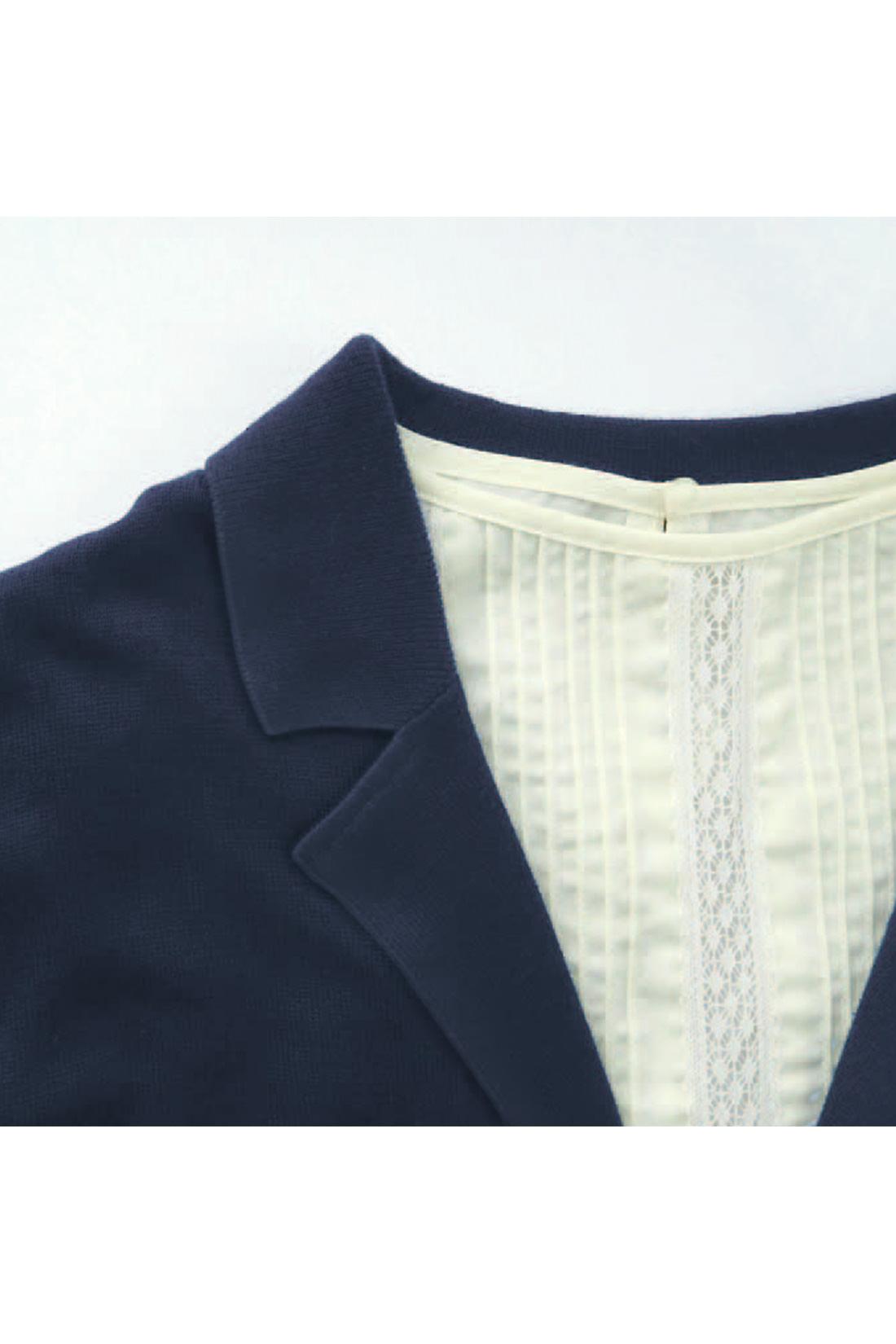 [ジャケットみたいな衿が。]ニットだけど、きれいな衿の形が自慢の仕上がり。 ※お届けするカラーとは異なります。