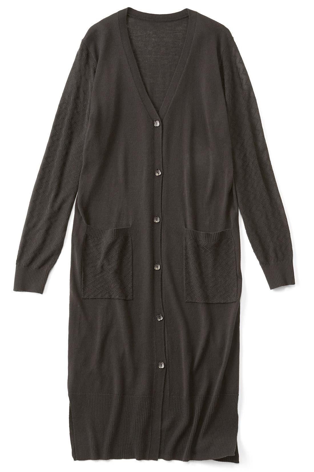 [ブラック]袖とポケットは模様編み。気温差の激しいこれからの季節には、やっぱりはおりもの。