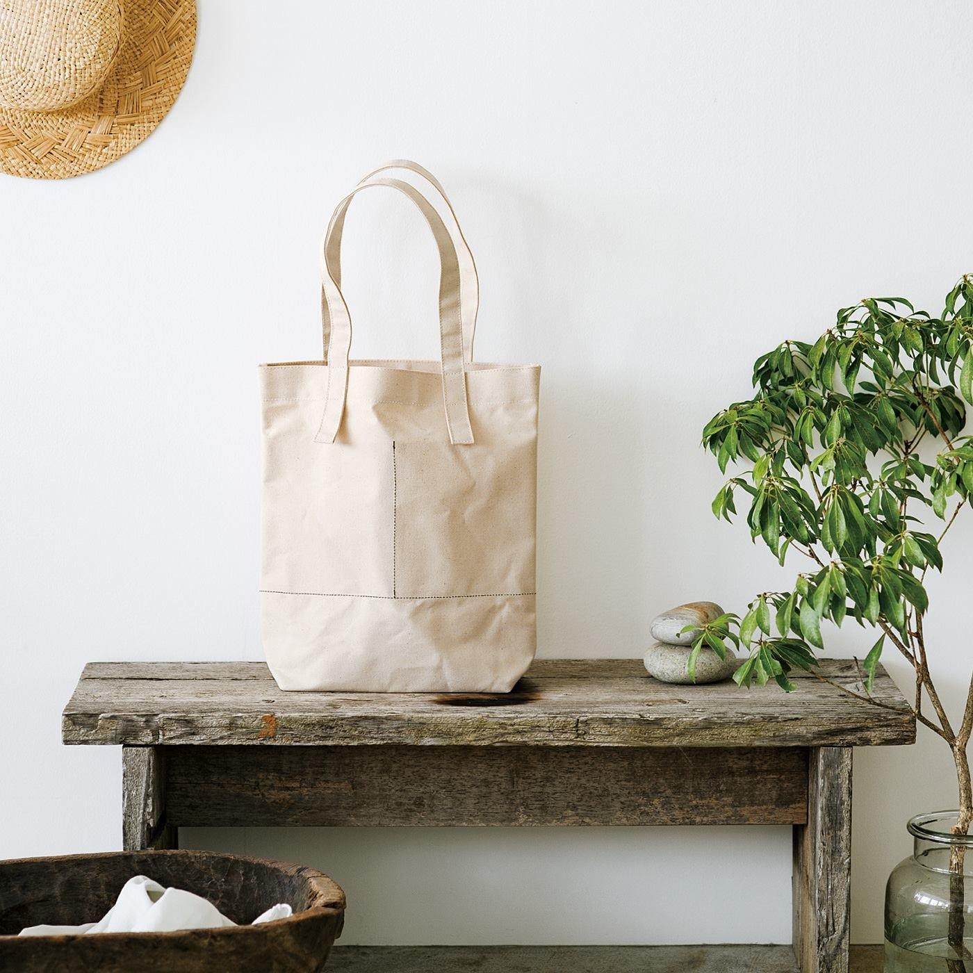 素材の表情を楽しむ ロウ引き倉敷帆布の2ポケットトートバッグ