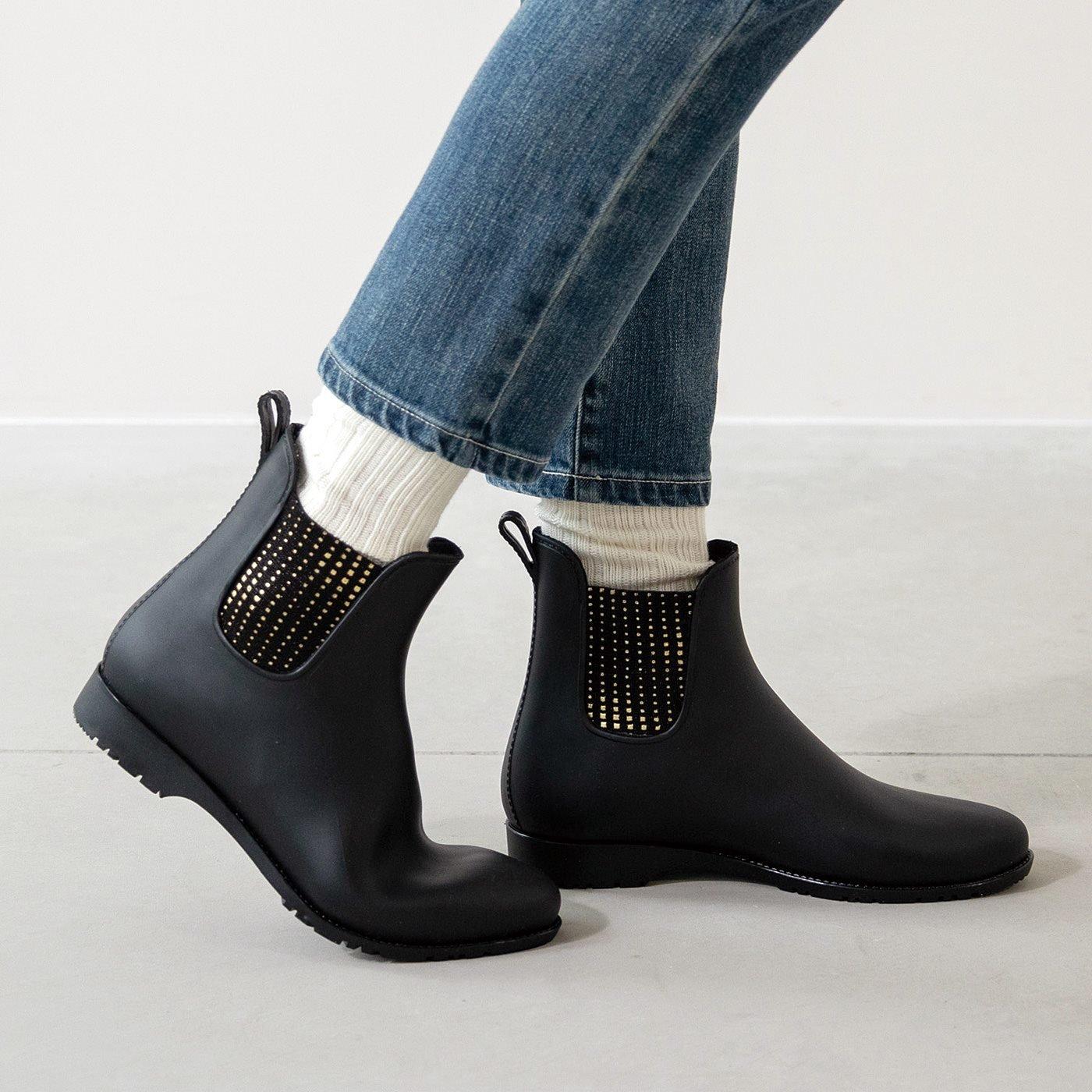 雨の日も足もと決まる キラりんサイドゴアレインショートブーツ〈ブラック〉