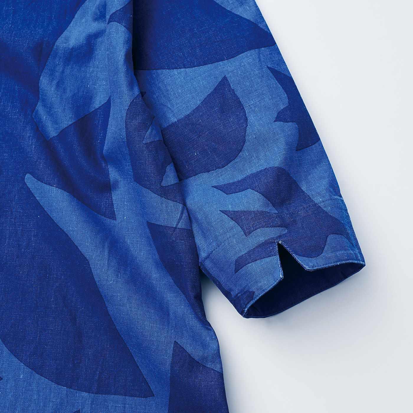 袖の切り込みは、アクセントにもなり折り返しやすい仕様。