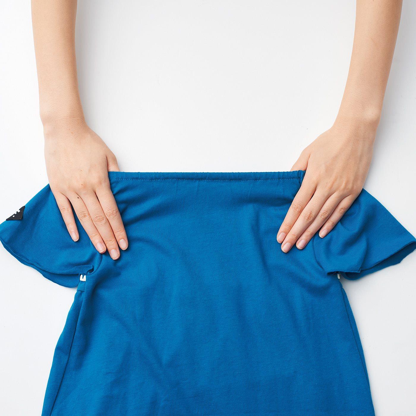 衿ぐりの後ろにゴムを入れて、お着替えをサポート。