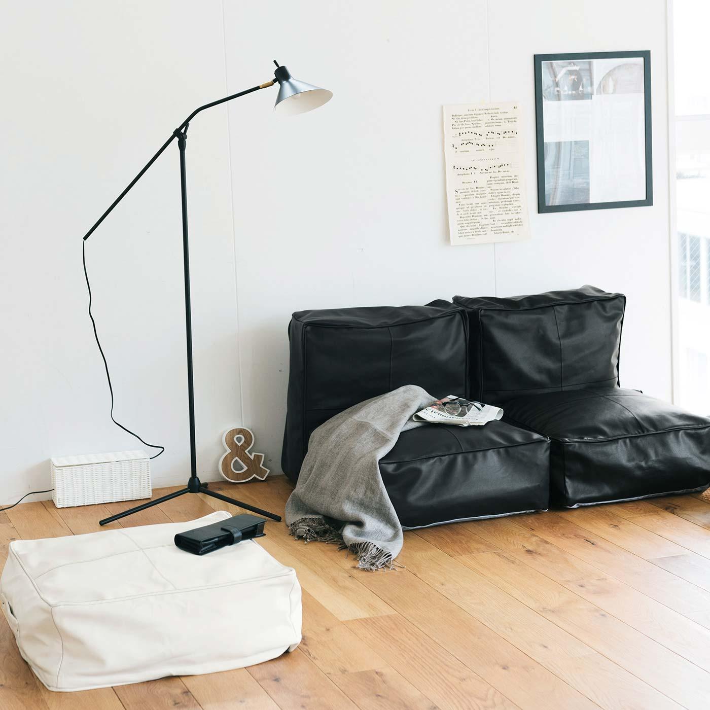 布団や毛布を収納したクッションをソファのようにレイアウト。