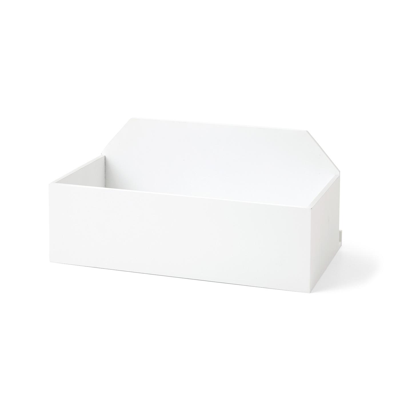 CDやミニティッシュ、ハンドクリームや家族で使うサプリメントなどの収納に。