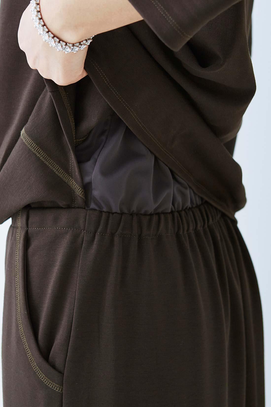 身ごろとスカートを裏地でドッキング。ウエスト位置はブラウジングで微調整が可能。