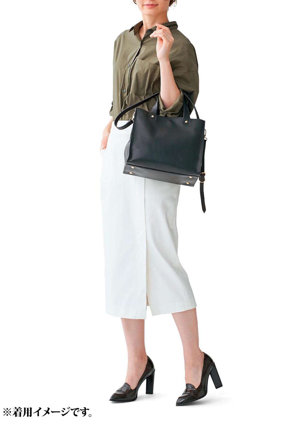 本革バッグで通勤コーデを格上げ! センスよく、知的に見えるだけでなく、本物を持つことで気持ちも高揚。すべてがうまくいきそうな気分にさせる淑女なスタイル。