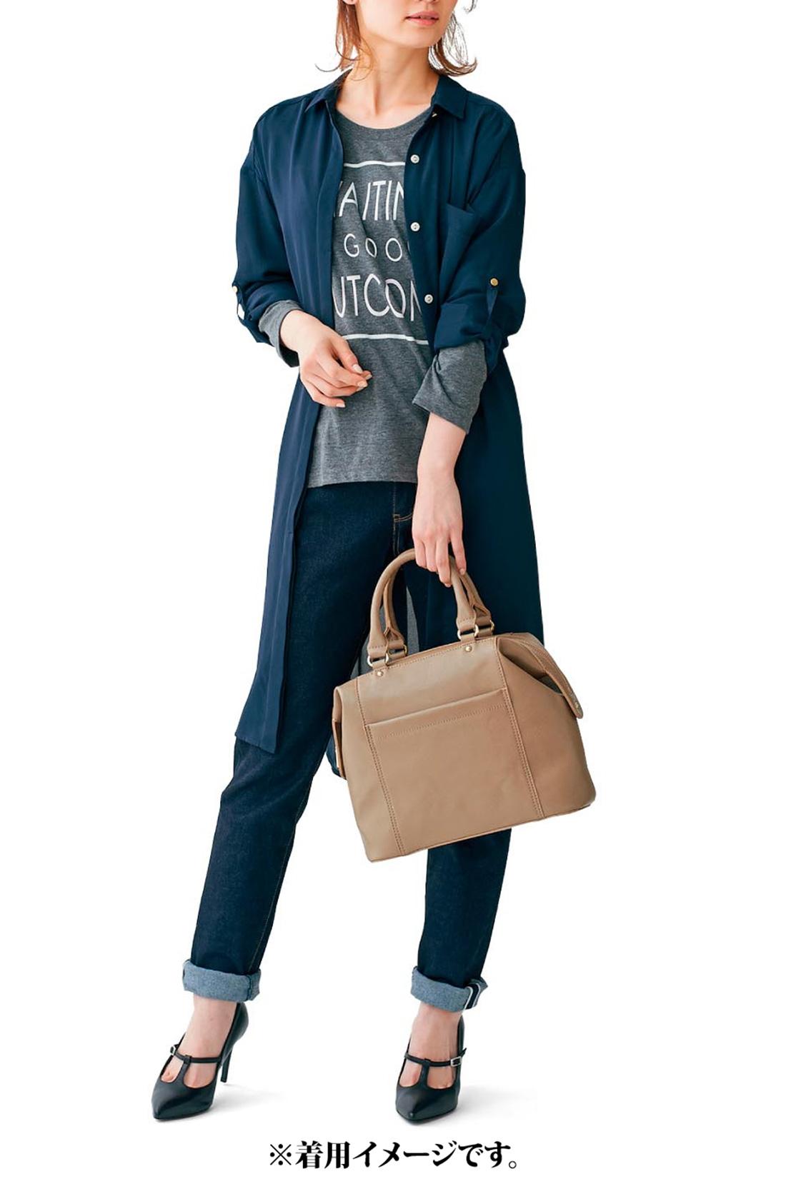 女子会やデートにぴったり トレンドのスクエアなボストンで、着こなしをアップデート! カジュアルな装いも上品に格上げ。