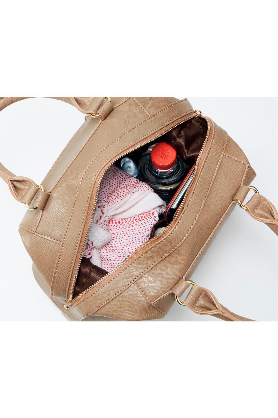 お仕事用品、お弁当も◎ たっぷり16cmのまちで荷物がたくさん入って整理しやすい。毎日の通勤から、ちょっとしたお泊まりにも重宝しそう。