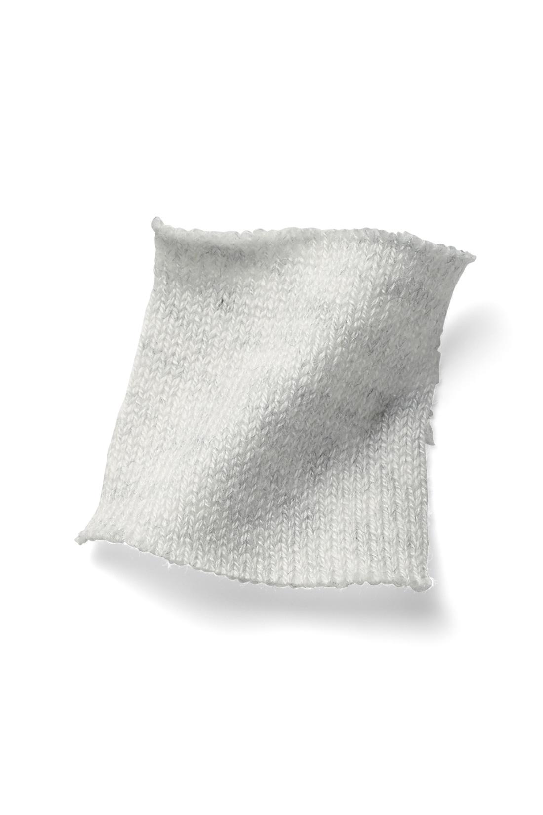 もっちり&美しい、プレーティング編み 細い二本の糸を同時に引き入れながら編む「プレーティング」という編み地で、繊細な表面感がありつつ、もっちりとしたふくらみのある生地に仕上げました。 ※お届けするカラーとは異なります。