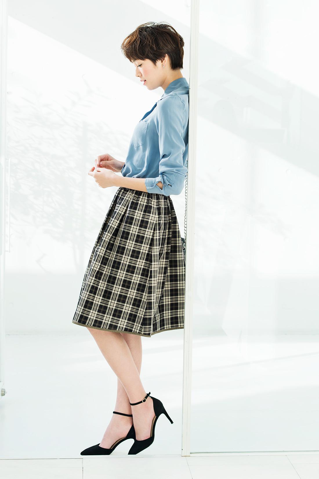 着こなしの幅を広げる2-WAYスカートで印象を自由にスイッチ! ※着用イメージです。お届けカラーとは異なります。
