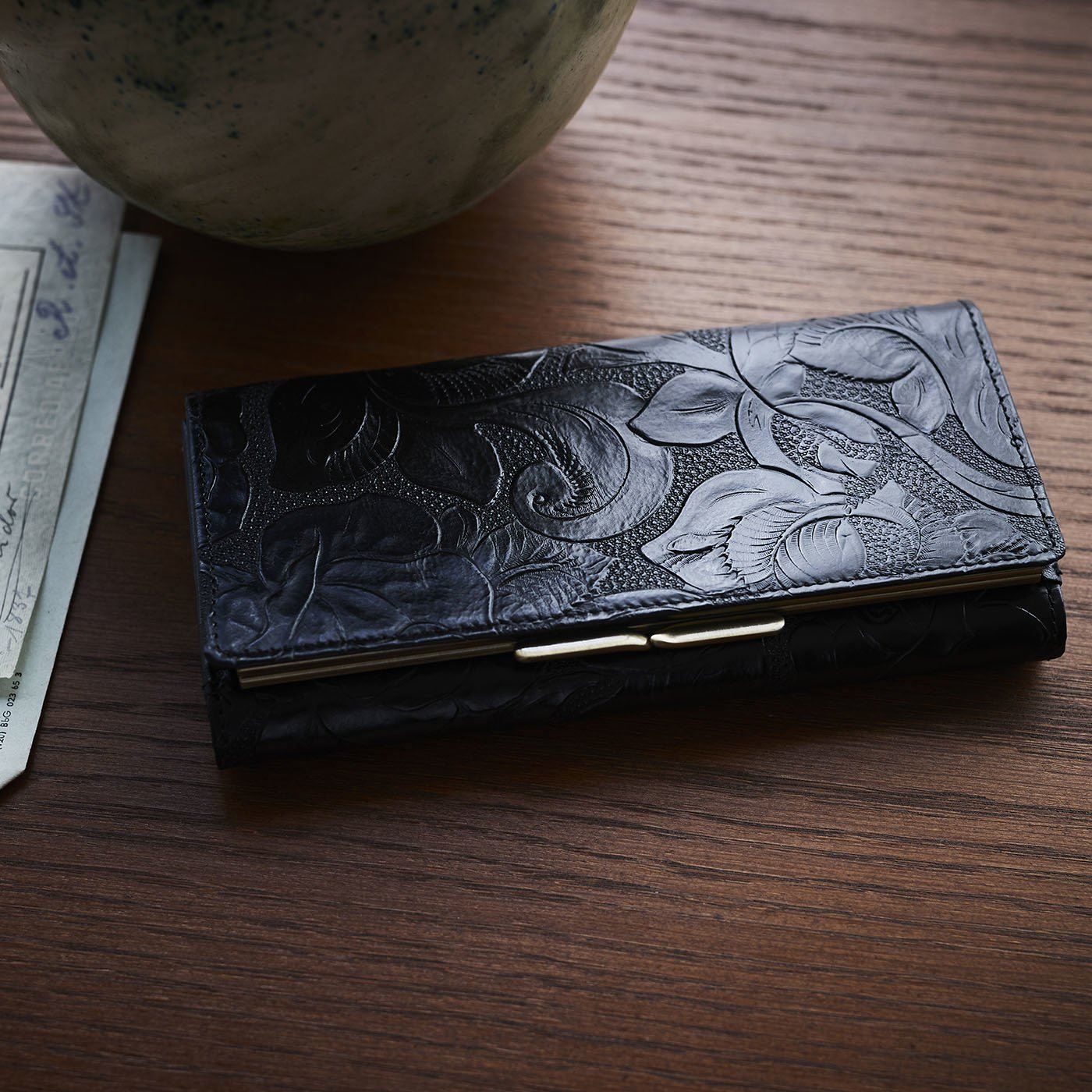 財布&革職人が叶えた 薔薇の刻印 長財布〈ブラックローズ〉[本革 財布:日本製]