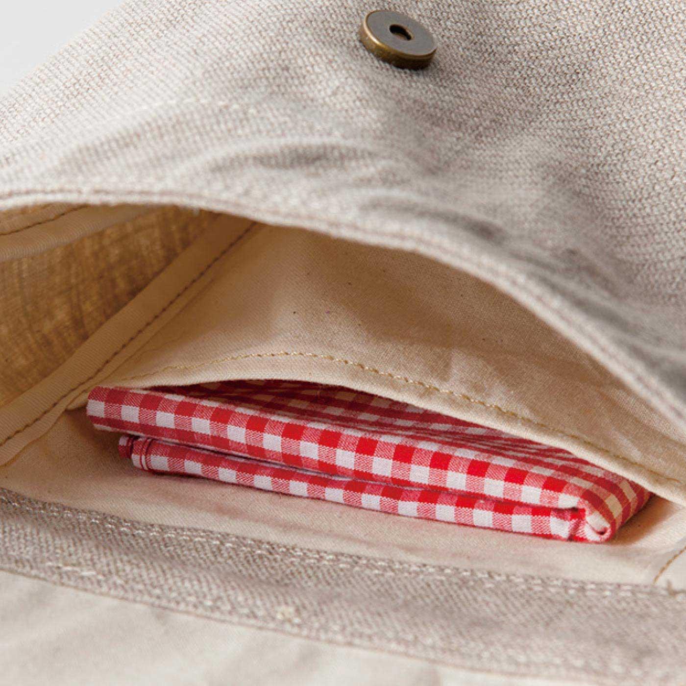 内ポケット付き。