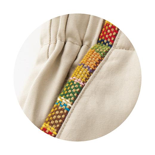 さをり織りでポケットのふちを飾りました。