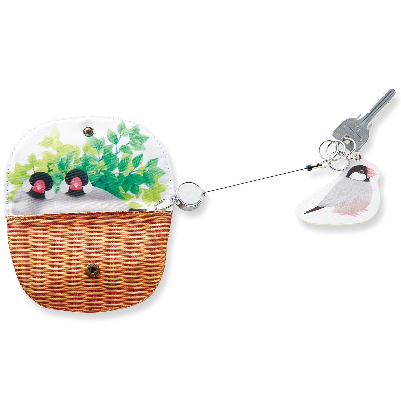〈桜文鳥〉かぎのほか、ICカードなどのカード類もぴったり収まるサイズ。 かぎを付けるリングが3個ついています。