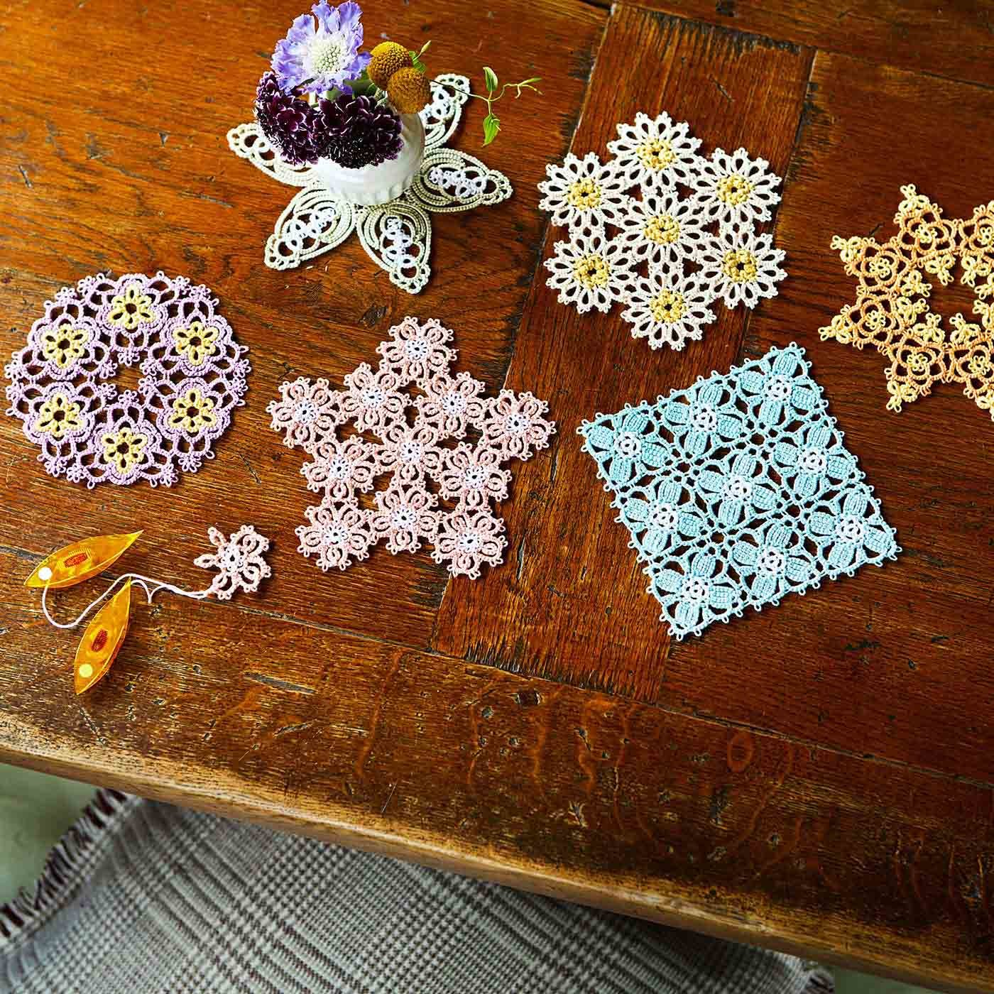 繊細な糸あそび 2色で編むタティングレース お花ドイリー