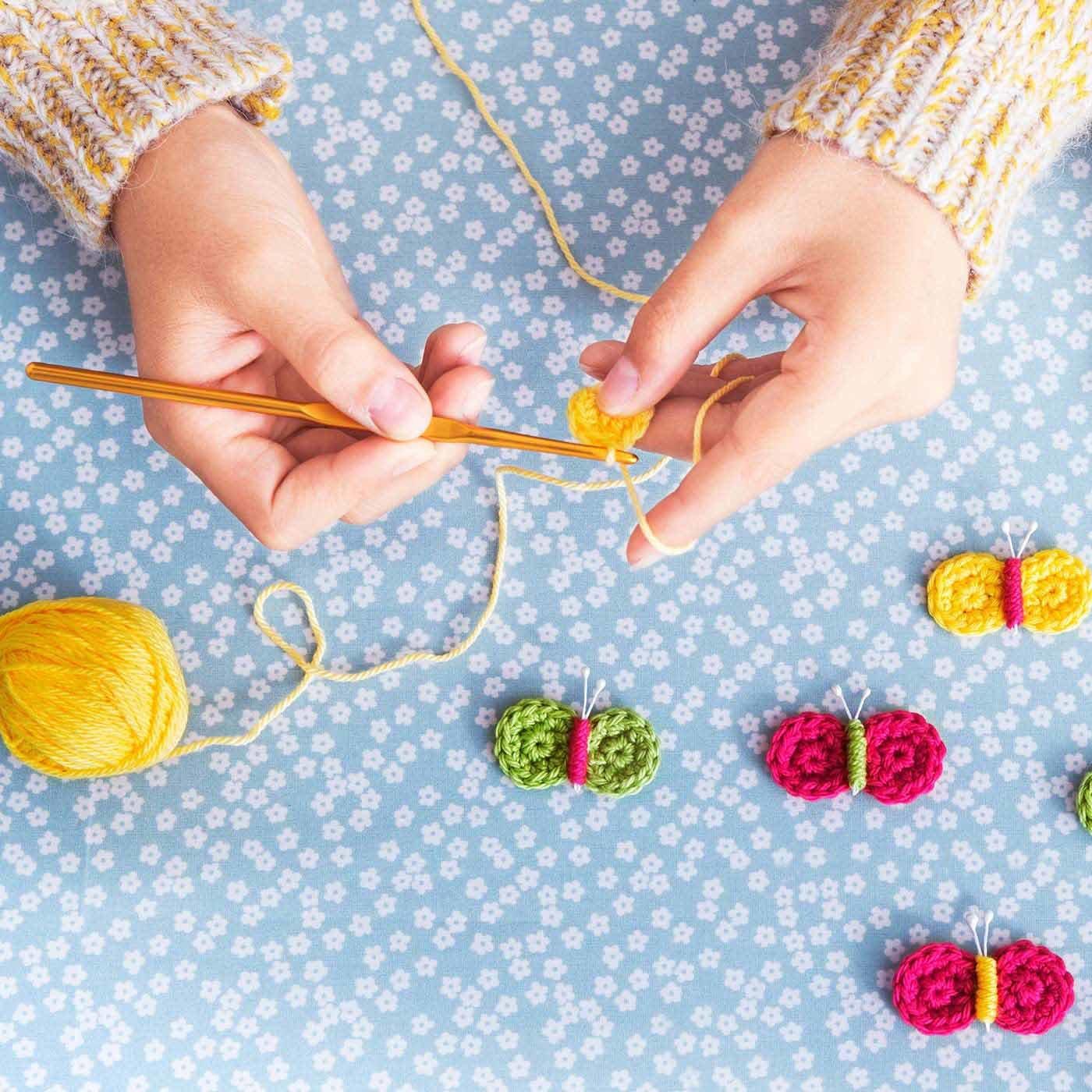 かぎ針編みデビューを応援! こどもだって作れる かわいいニット小物