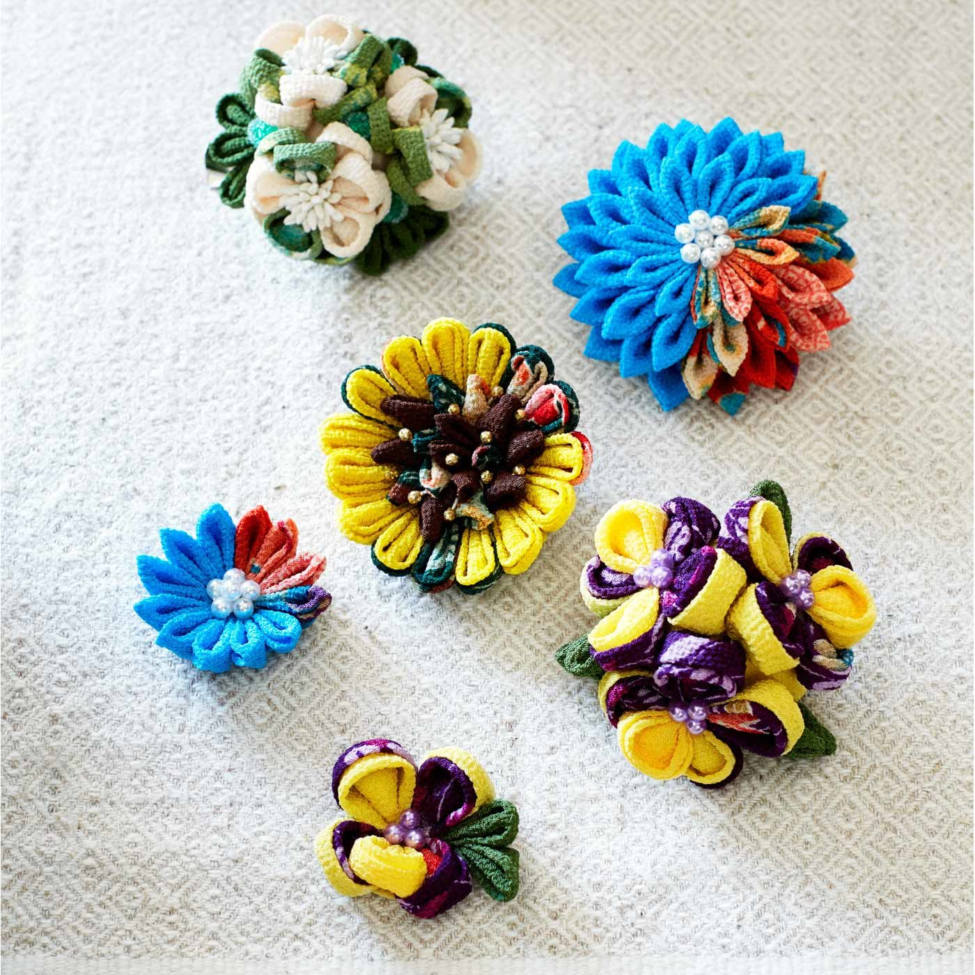 和洋折衷 世界の国花をちりめんで咲かせた つまみ細工