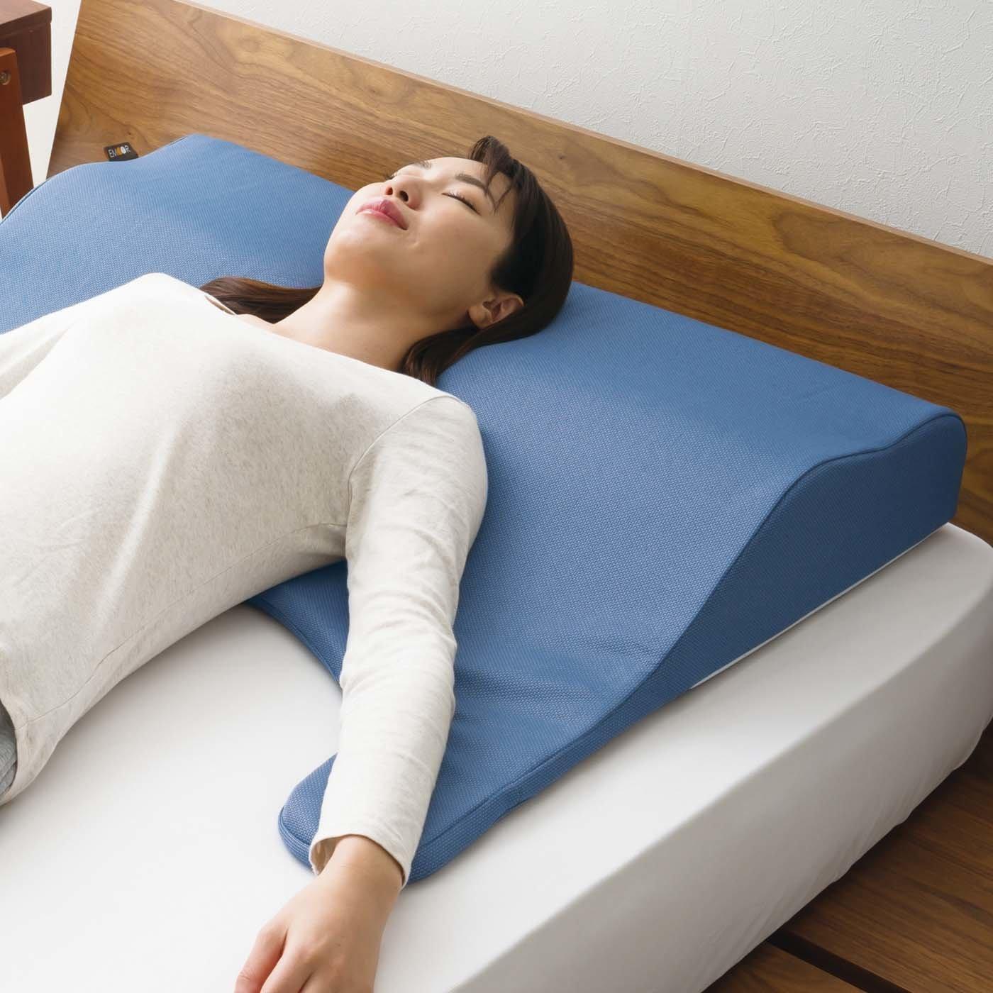 枕の常識を覆す人間工学に基づいたボディーアッパーピロー