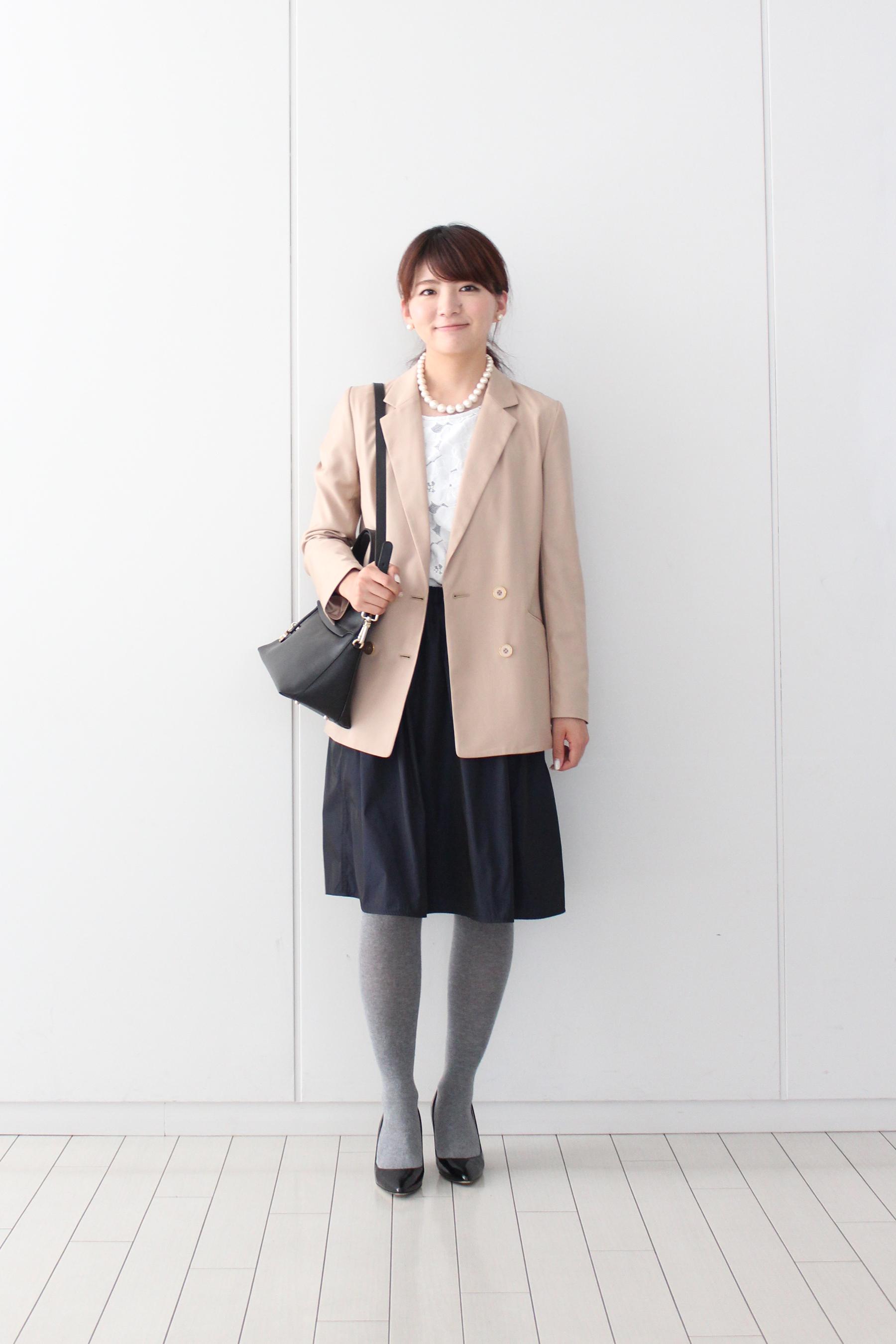 ジャケットはスカートとコーディネイトしてもきれい。