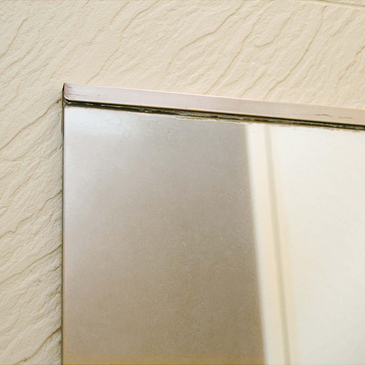 浴室の鏡に付いている白いうろこ状の汚れもこの通り。 ※使用状況により効果は異なります。