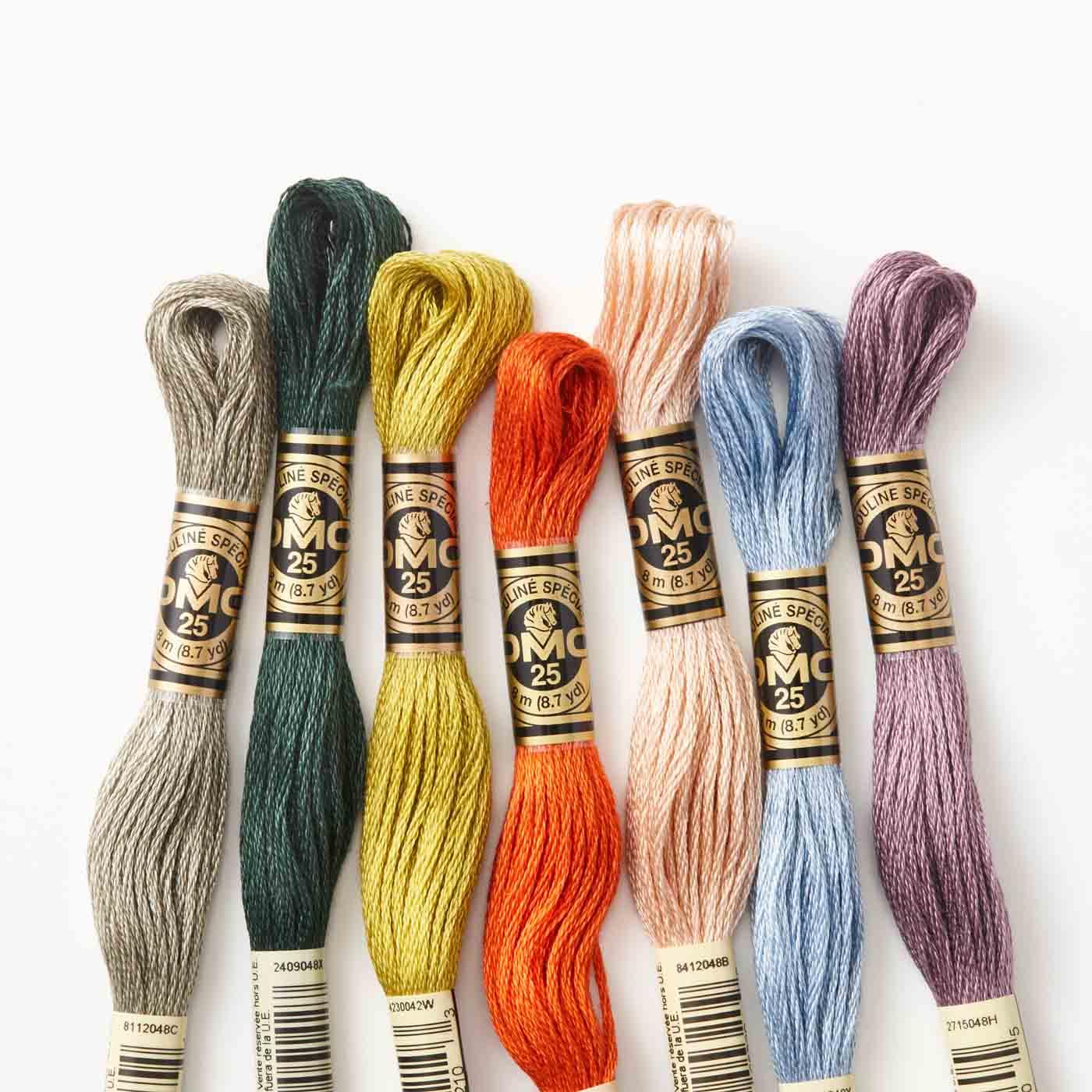 刺しゅう糸はDMCの25番糸です。(※写真の色がセットに含まれているとは限りません。)