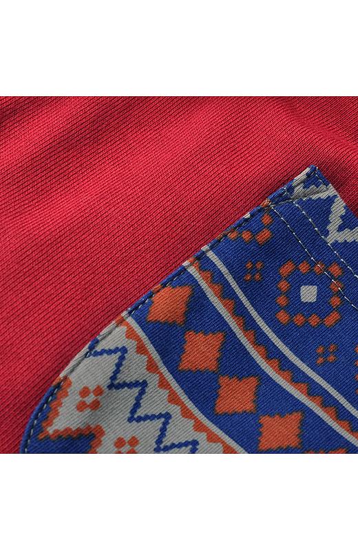 配色がおしゃれなノルディック風の幾何学模様プリント。