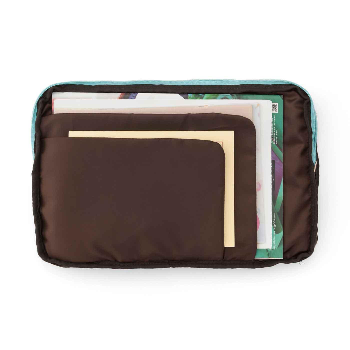 A4までの書類や郵便物をサイズ別に整とん。少し厚みのある仕切りで振り込み用紙などもスマートに。