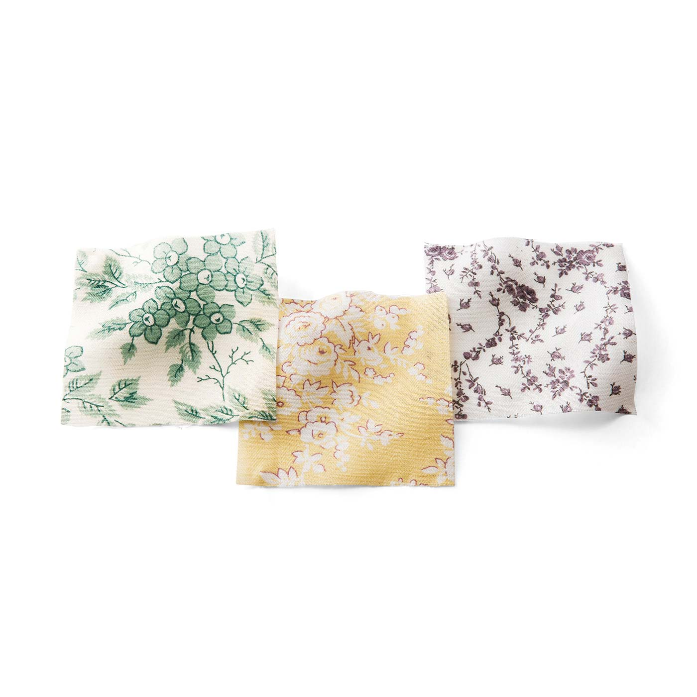 やわらかさとシャリ感のある綿麻素材は、ヘリンボーン織りの表情が繊細さをプラス。