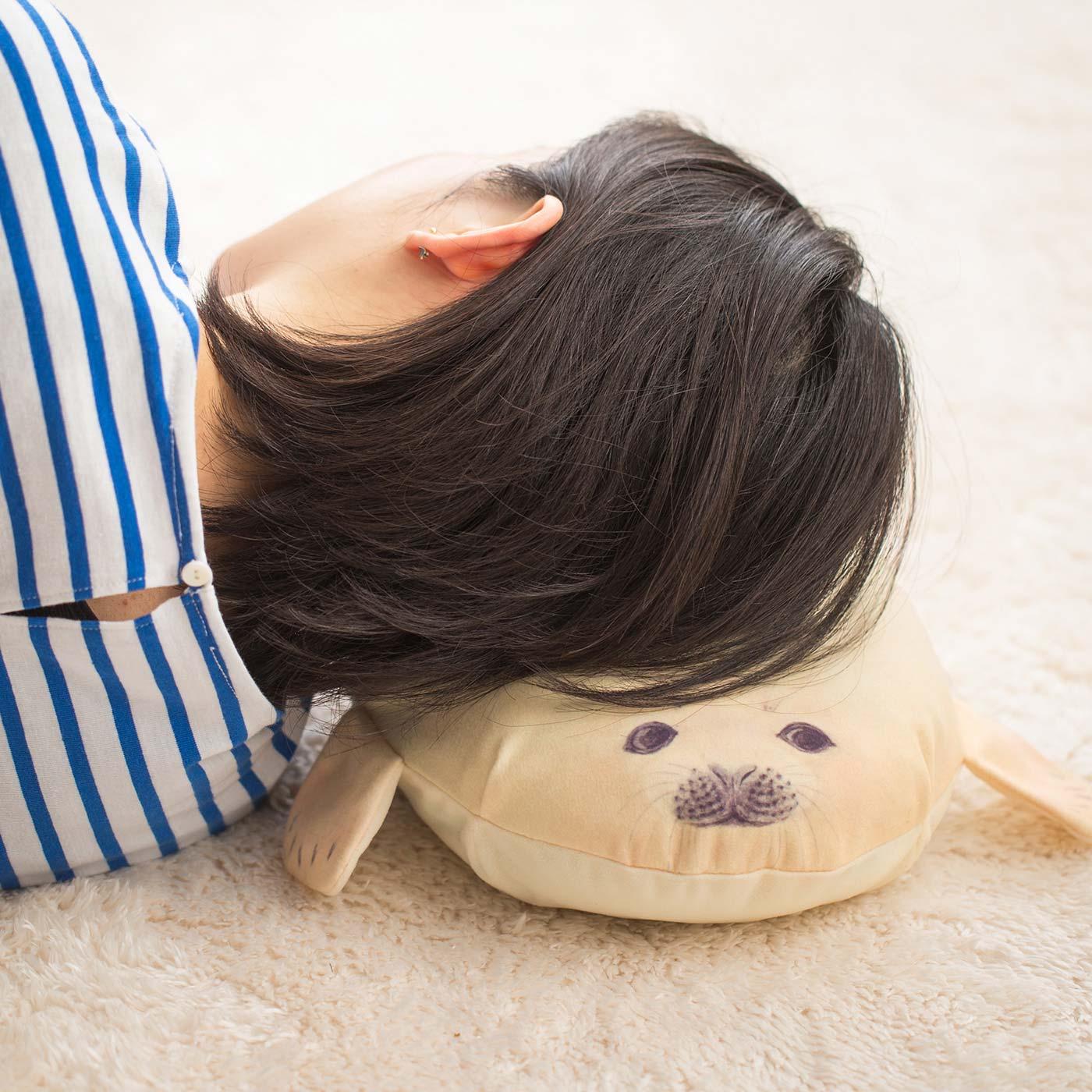 タオルなどを詰めてお昼寝枕にも。