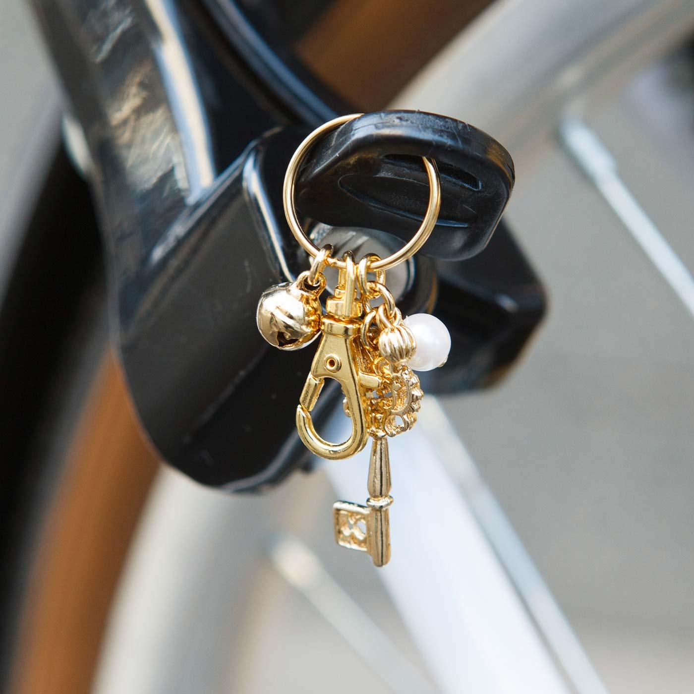 かぎ部分が外れるので自転車のキーホルダーにも。