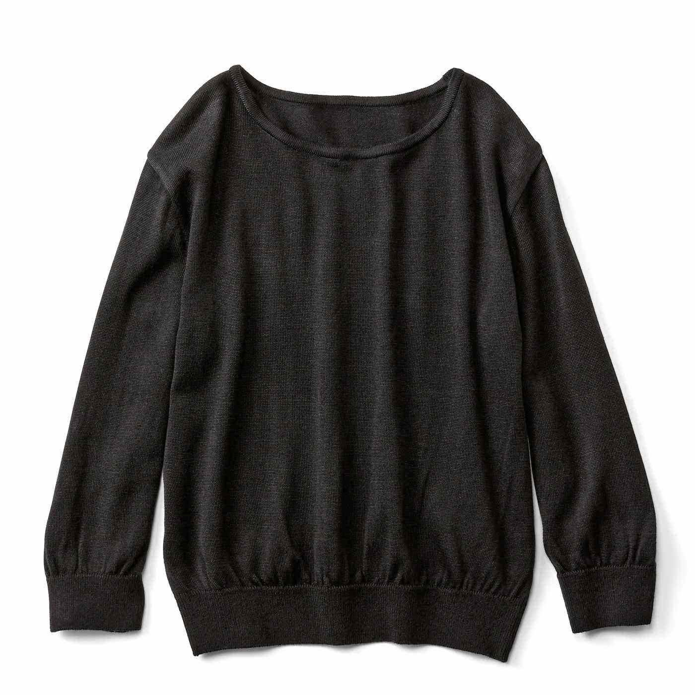 シンプルに着まわせる Tシャツ感覚のニットトップス〈ブラック〉