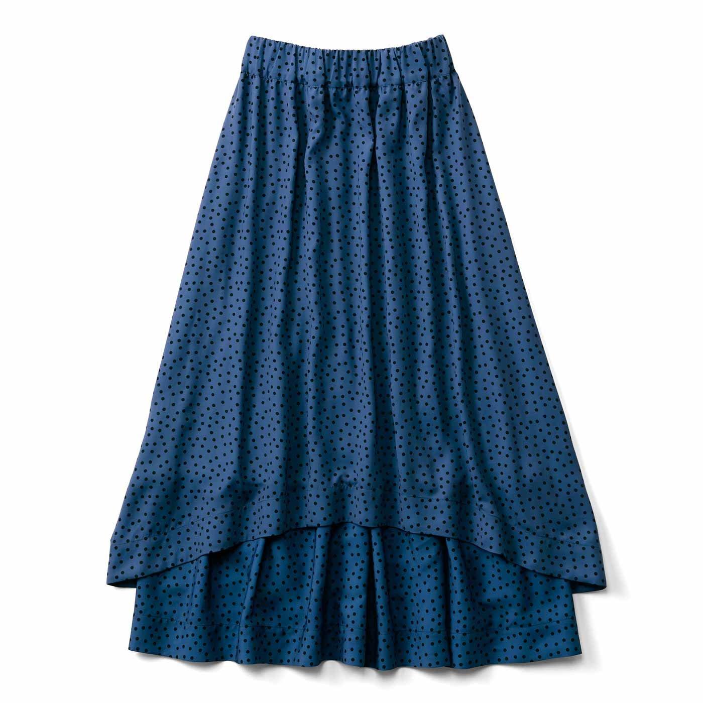 ボリュームとすそラインがロマンティックな水玉スカート〈ネイビー〉