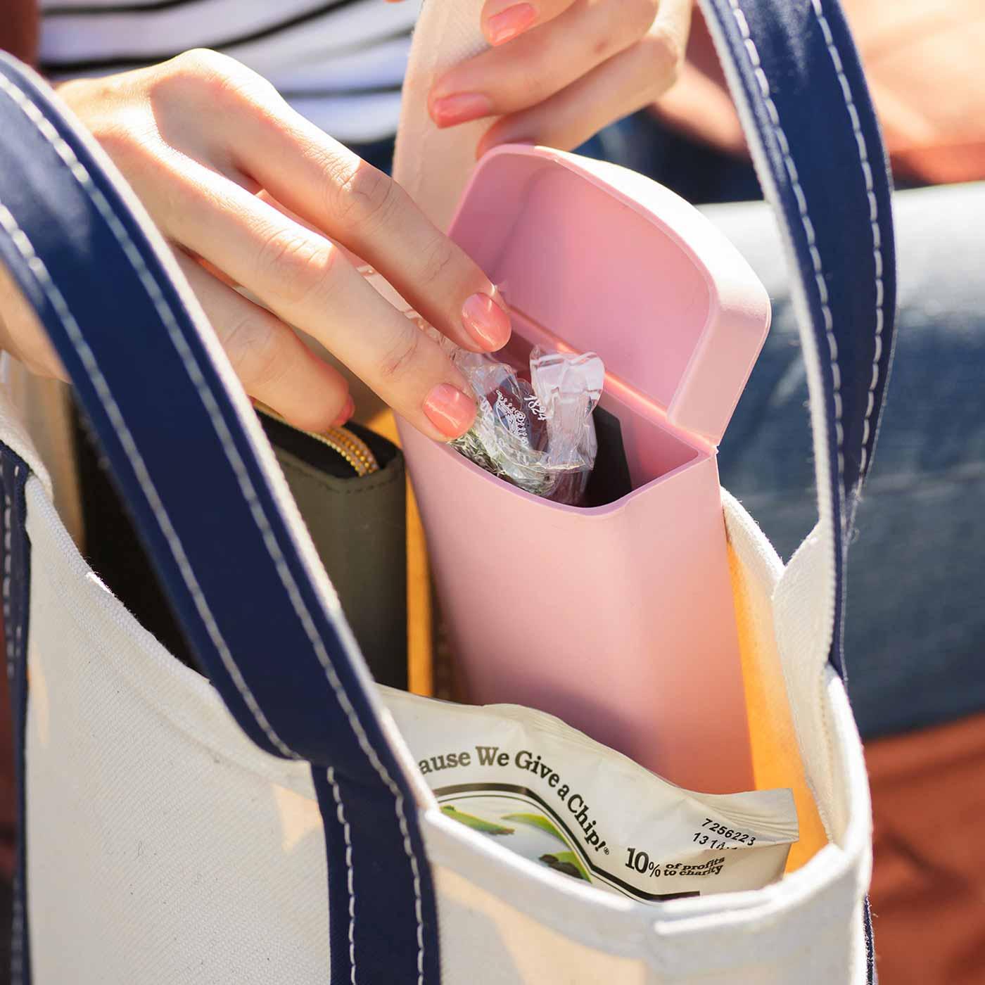 洗えて清潔 バッグに付けられる エラストマー素材のポケットケースの会