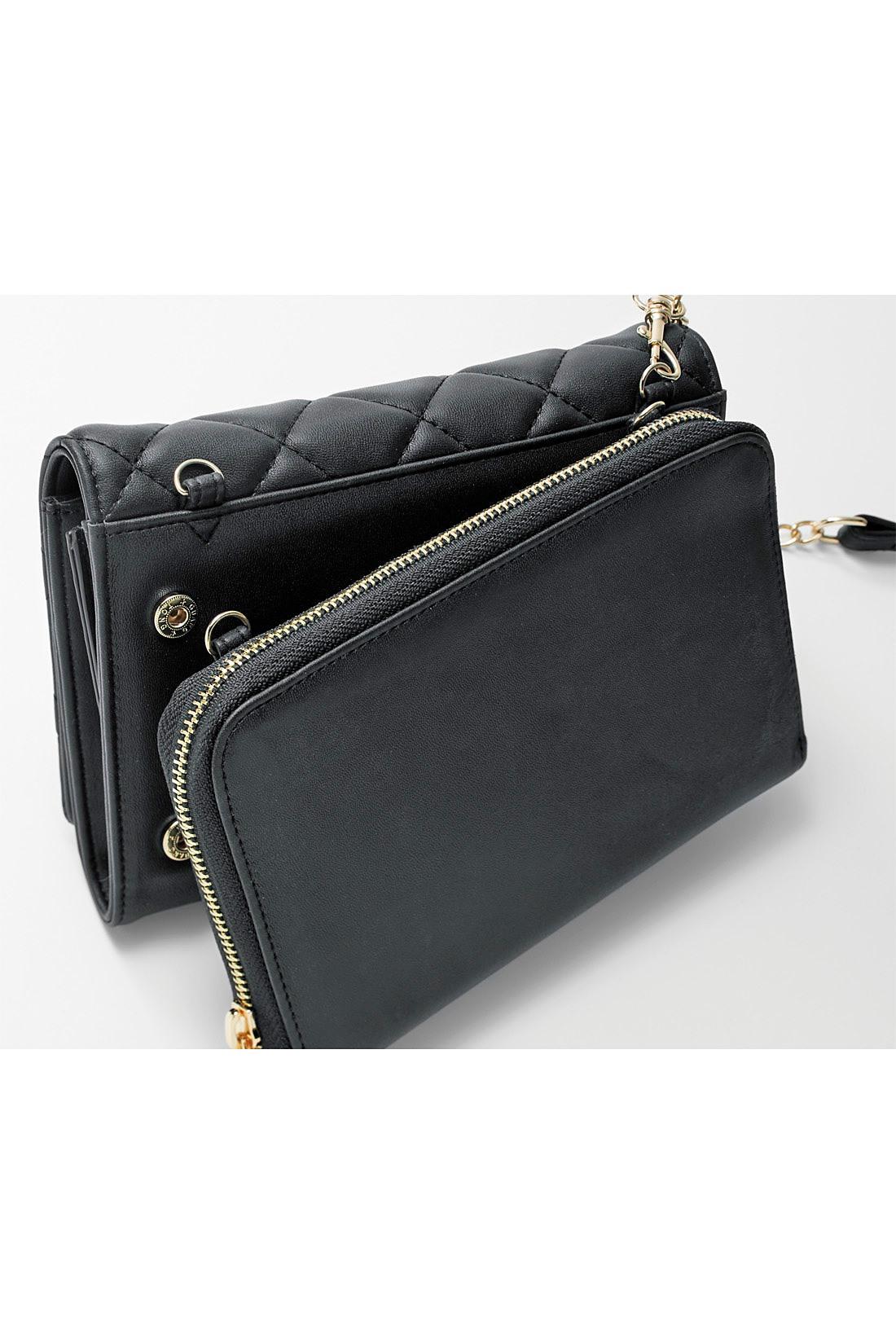 四隅のスナップでジョイント。さらにストラップのナスカン(金具)で、財布とバッグを一緒にホールドできます。