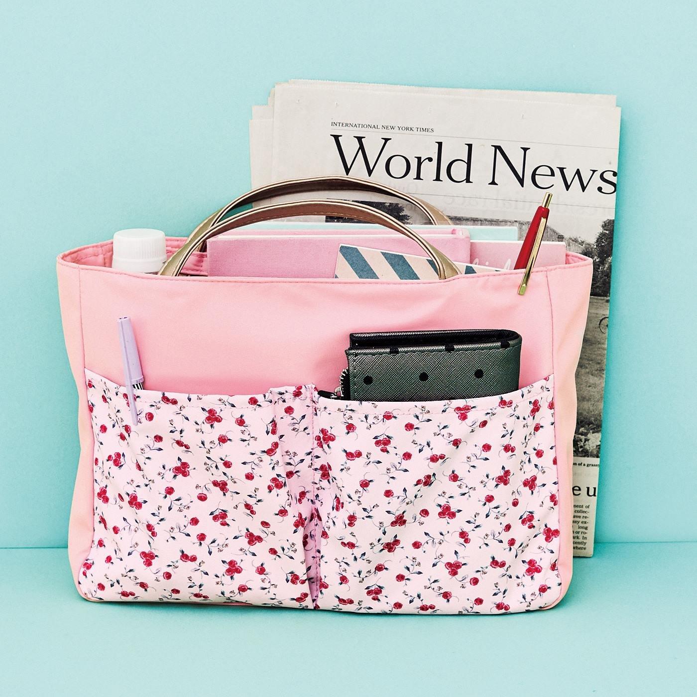 持ち手が伸びてトートバッグに変身! かばんの中を美しく整える インナーバッグ