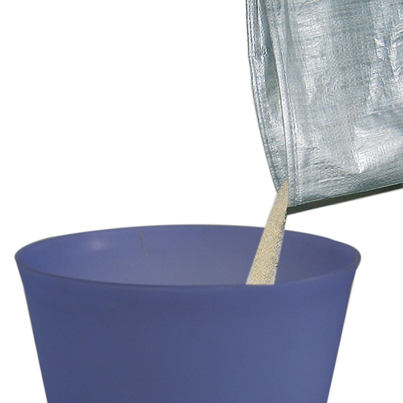 回転蓋(ふた)を取り外し、ライナー(インナー袋)を本体に取り付け、猫砂を入れます。ライナーごと外せるので、砂の入れ替えも簡単。