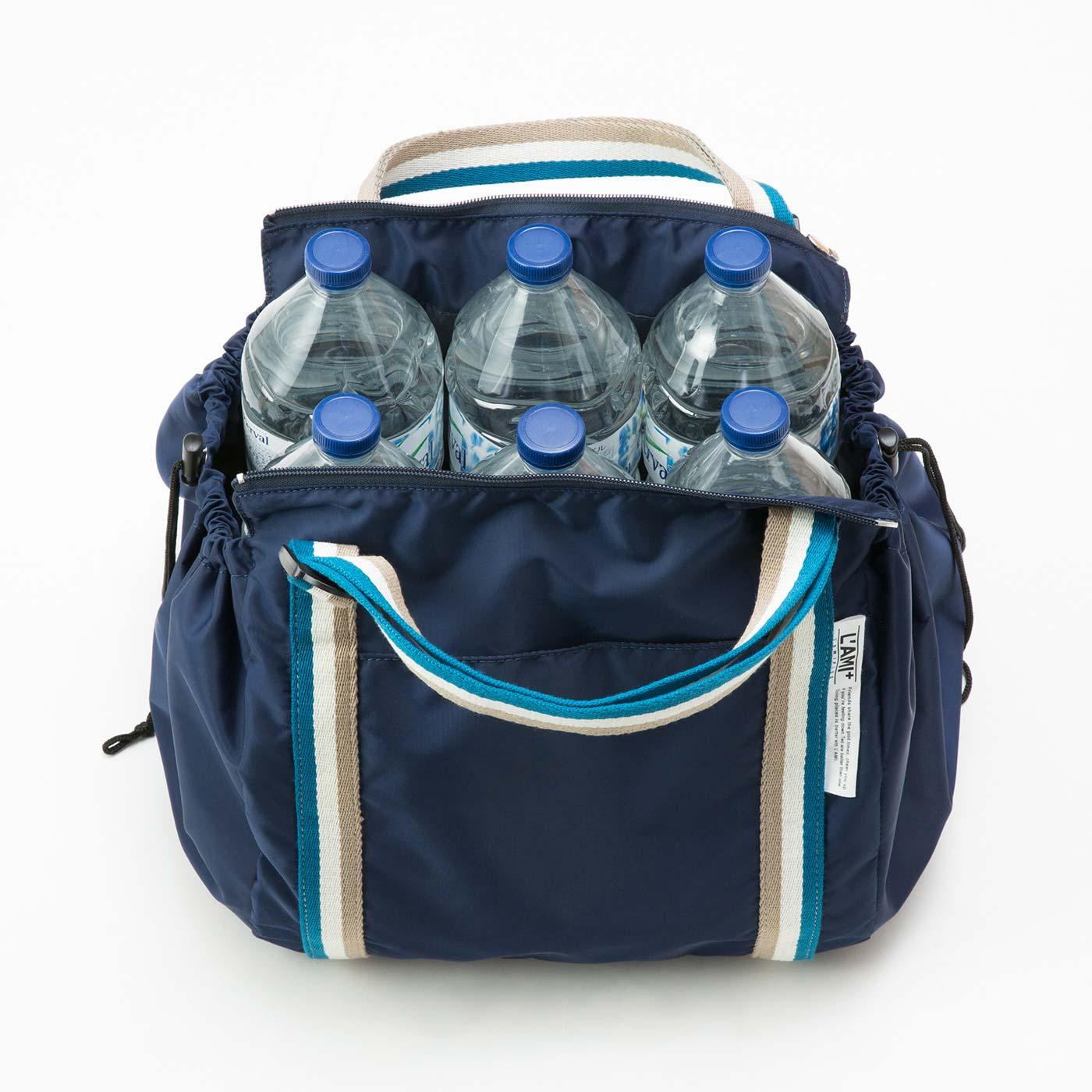 大容量なので最大2リットルのペットボトルが6本も入ります。まとめ買いにも便利。