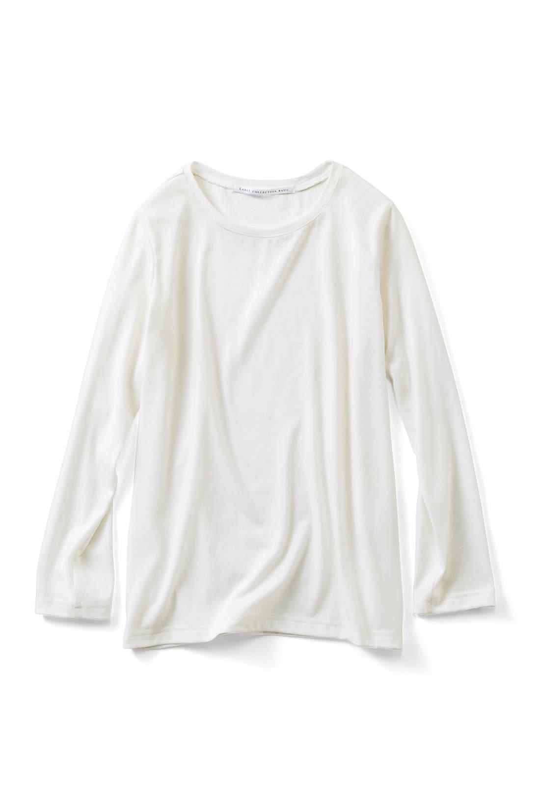 着まわし力抜群のTシャツ 詰まりぎみの首もとに仕上げました。パンツにも合わせやすい丈感で単品でも大活躍! 九分袖で華奢見せも◎。