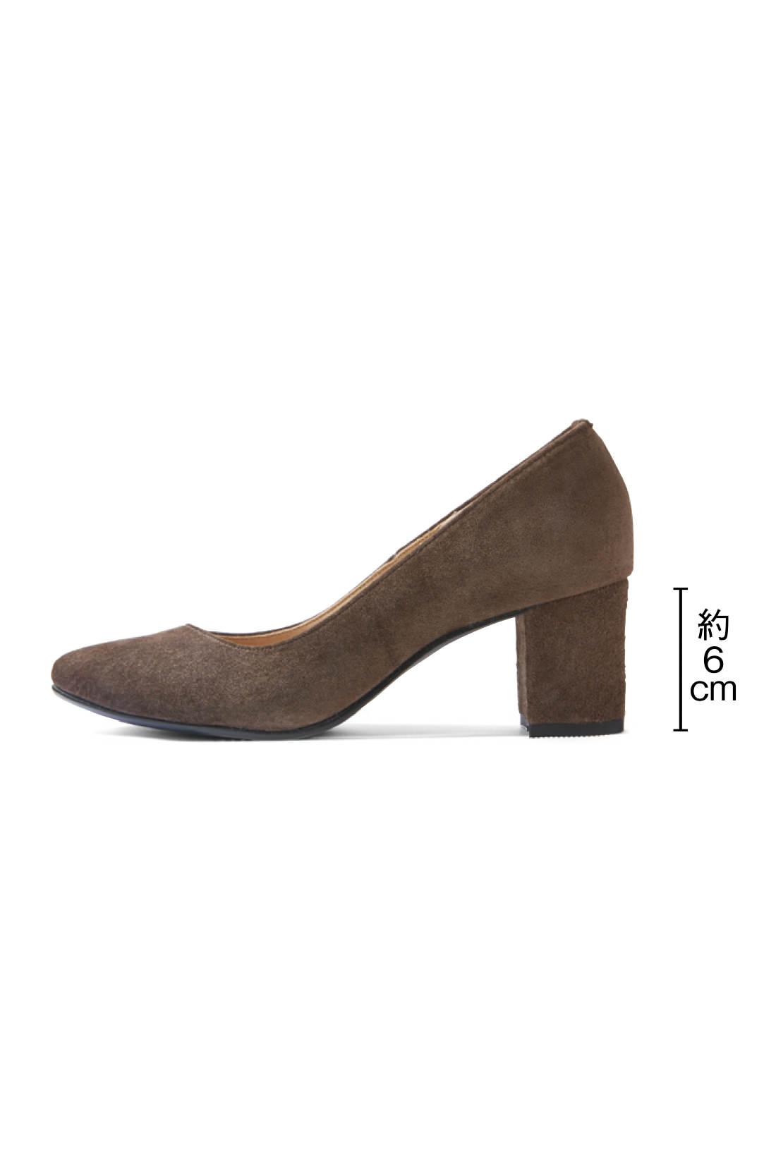 安定感とトレンド感をかなえるチャンキーヒール 脚をきれいに魅せる6cmヒールは、トレンドのチャンキーヒールで安定感抜群。コンサバティブになりすぎないモードなきちんと感が、日々のおしゃれにうれしい。
