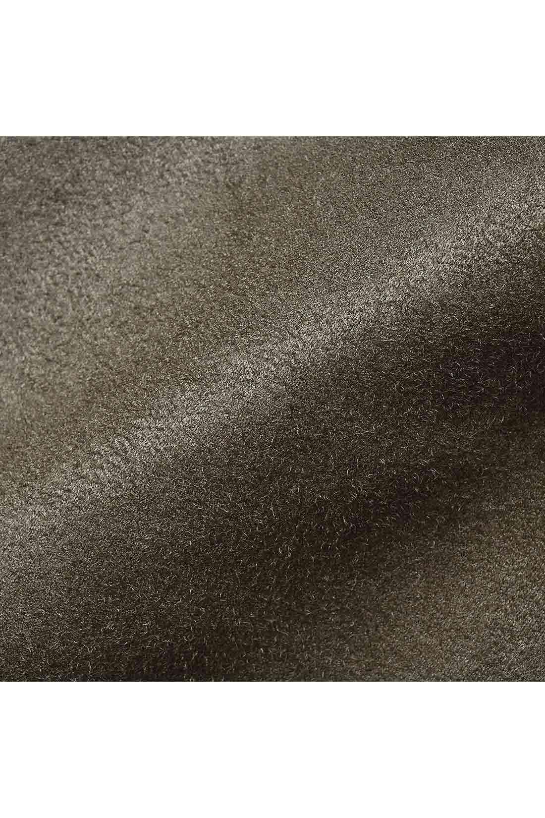 滑らかな光沢感と上質感のあるスエード調素材。