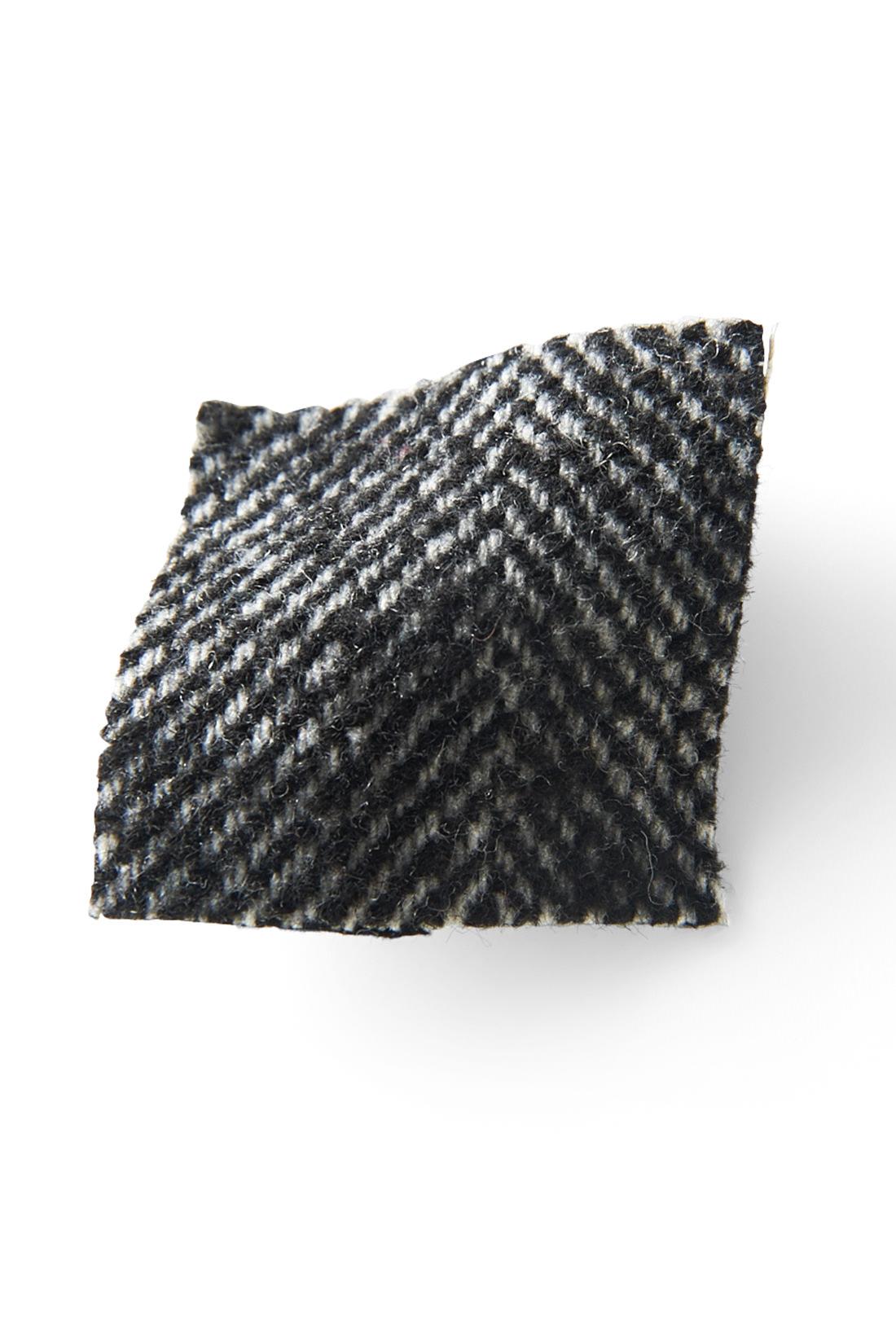 ヘリンボーン柄を起毛させた、ネップがかわいい上質感のある素材。