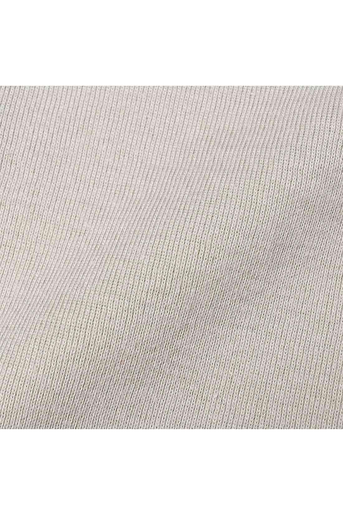 綿100%のフライス素材 一年を通じて活躍する、肌心地のよさが魅力。