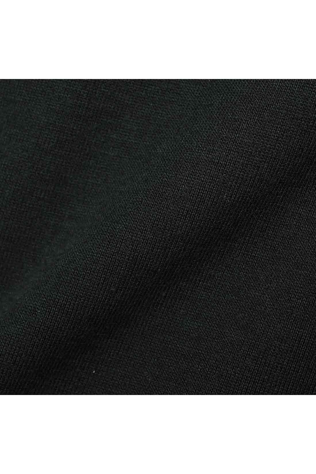 心地よくてほどよく肉厚 内布はやわらかな綿カットソー。表側の素材はほどよく肉厚で、表面感もきれいな仕上がり。