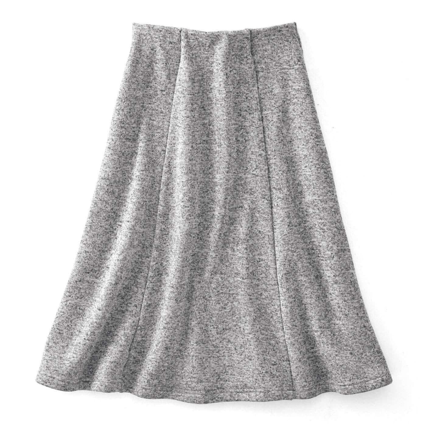 スカートウエストは隠れ平ゴムで着脱らくちん&すっきり。すそは女性らしいフレアーラインが下半身をすっきり見せ。