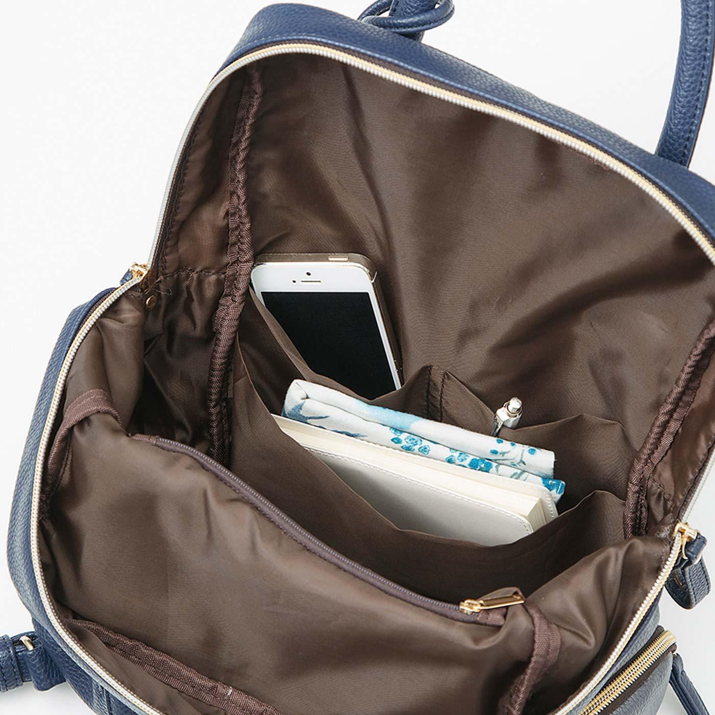 A4サイズや小さめのパソコンが縦にすっぽり。仕分けに便利な内ポケットも充実。